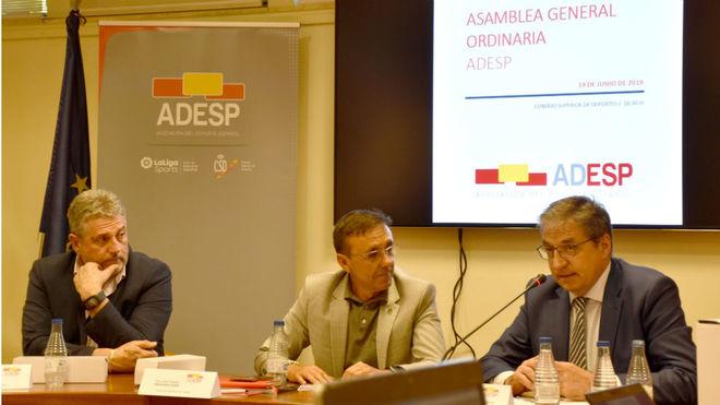 Instante en la Asamblea de ADESP, presidida por José Hidalgo.