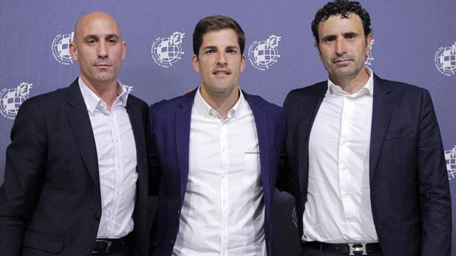 Robert Moreno, junto a Rubiales y Molina.