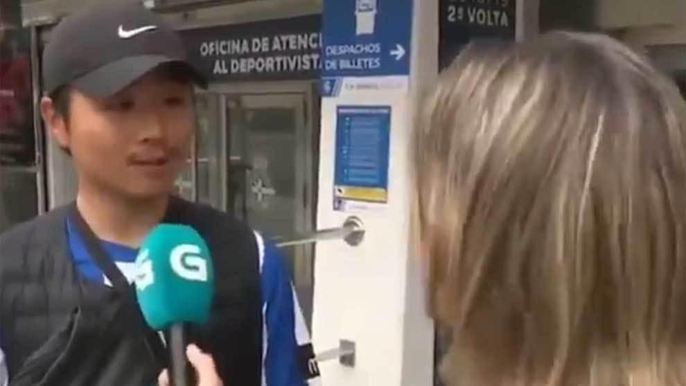 Una reportera de la TVG consigue que un aficionado asiático del...