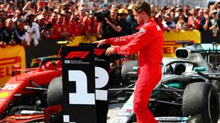 Vettel cambia los números al entender que él era el justo ganador en...