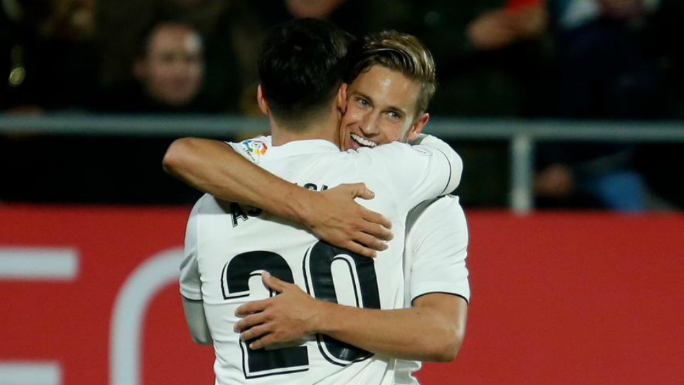 Marcos Llorente hugging Marco Asensio during the match against Girona...