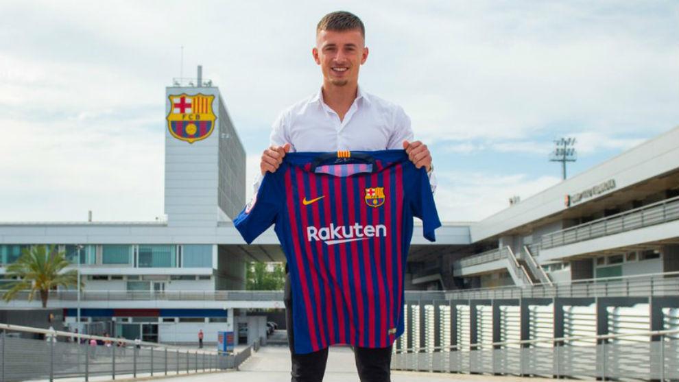 Van Beijnen posa con la camiseta del Barcelona.