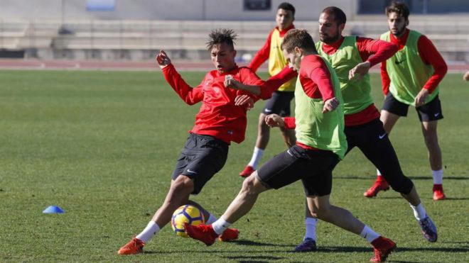Los jugadores del Almería durante una sesión de entrenamiento.