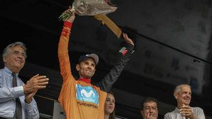 Valverde conserva el maillot naranja de líder