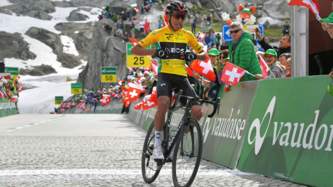Bernal entra en meta en la séptima etapa de la Vuelta a Suiza.