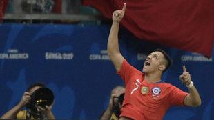 Alexis Sánchez celebra su gol a Ecuador.