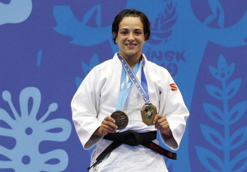 Julia Figueroa, con las medallas.