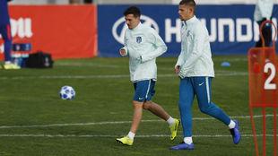 Joaquín, junto a Montero, en un entrenamiento de la Champions.
