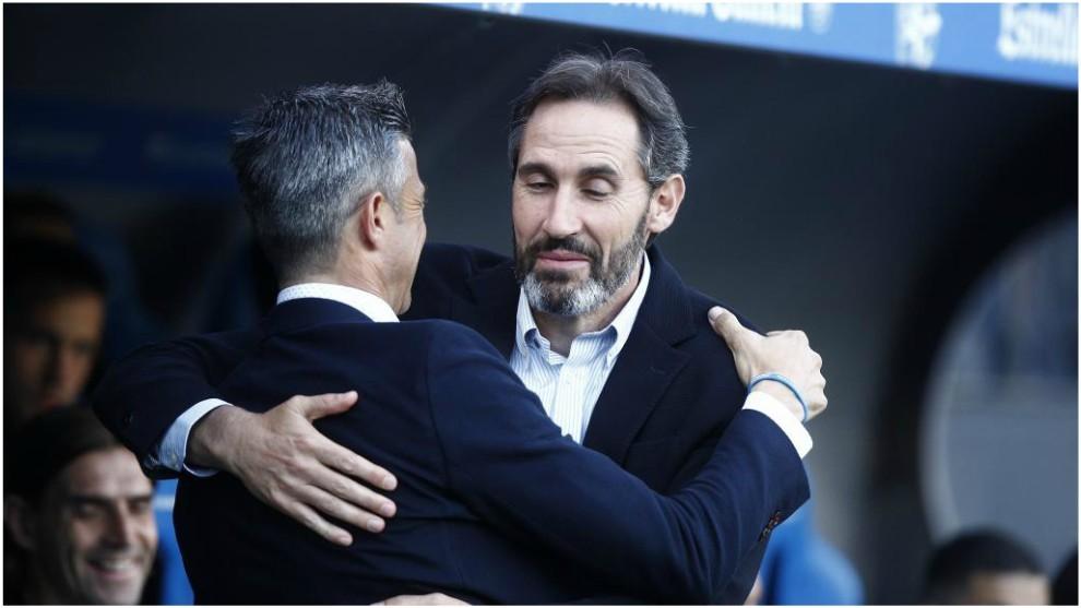 Jose Luis Martí y Vicente Moreno se abrazan antes de empezar el...