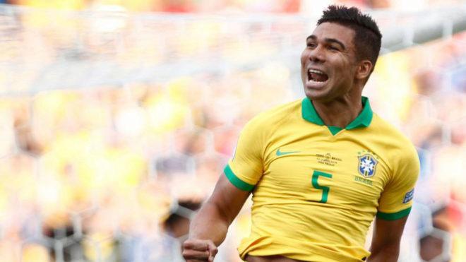 Casemiro celebra su gol a Perú.