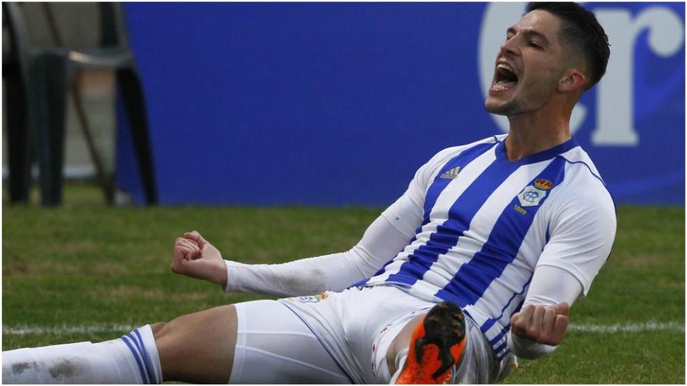 Caye Quintana celebra uno de sus goles con el Recreativo