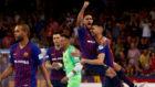 Adolfo y Esquerdinha celebran el primero de los goles del Barça...