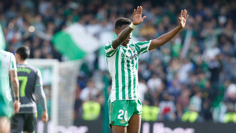 Junior es sustituido en un partido del Betis de la 2018-19.