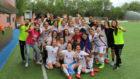 La plantilla del CD Tacón celebra el ascenso a la Liga Iberdrola.