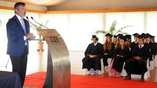 Discurso de Emilio Sánchez Vicario a los graduados