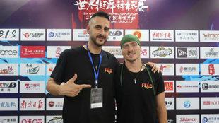 Xak, a la derecha, acompañado de Nando, entrenador de la Federación.