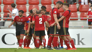 Los jugadores del Mirandés celebran el primer gol de Álvaro Rey.