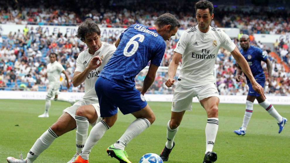 Carvalho facing Raul and Arbeloa.