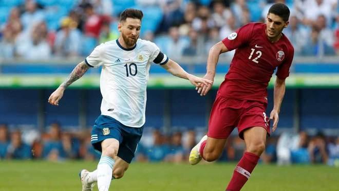 Messi se quejó del estado de la cancha.
