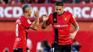 Salva Sevilla celebra su gol con Raíllo.