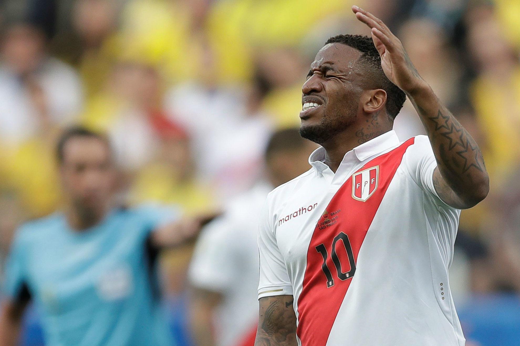 Perú se queda sin Farfán para el resto de la Copa América