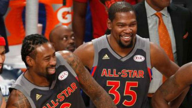 Kevind Durant rechazó 31.5 millones de dólares para seguir con Golden State