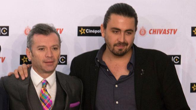 Higuera y Vergara durante un evento de Chivas TV.