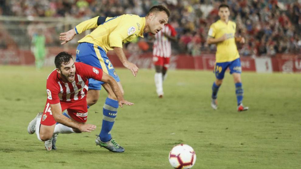 Cala durante un partido con Las Palmas frente al Almería.