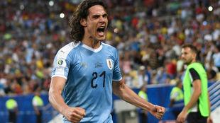 Cavani celebra su gol ante Chile.