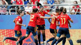 Las jugadoras de la selección celebran el gol de Jenni.