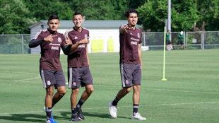 Vega junto a Alvarado y Gutiérrez.