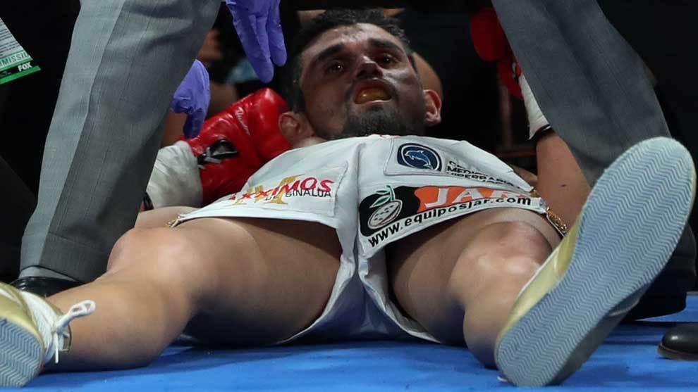 El estadounidense Jermell Charlo ganó por KO a Jorge Cota en un...