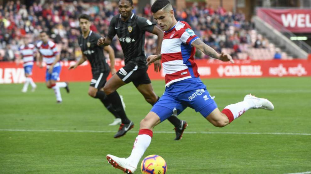 Aléx Martínez, en un partido con el Granada esta temporada.