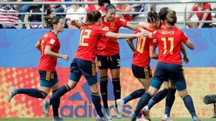 Las jugadoras de la selección española celebran un gol ante Estados...