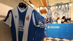 Imagen de la tienda del Espanyol en La Rambla.