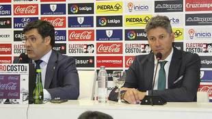 Alfonso Serrano, durante su presentación junto al presidente Jesús...