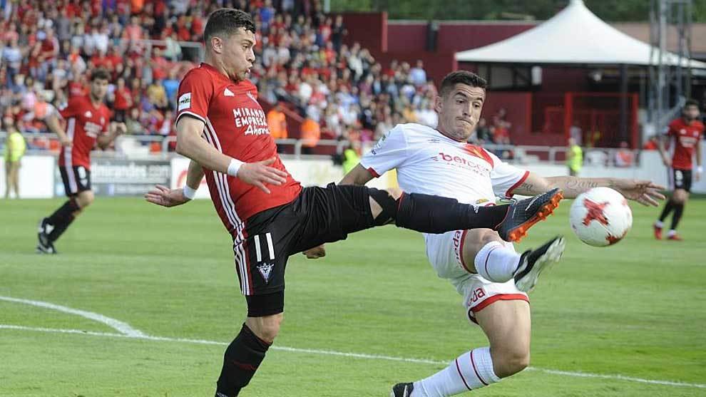 Yanis Rahmani, en un partido con el Mirandés de la pasada temporada