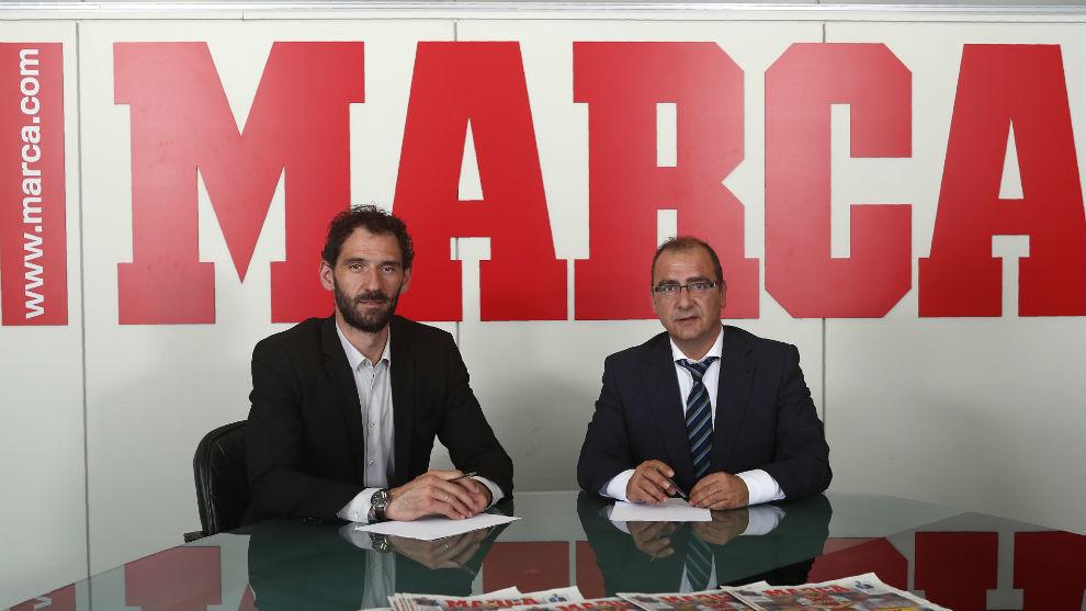 Jorge Garbajosa, presidente de la FEB, y Juancho Gallardo, director de...