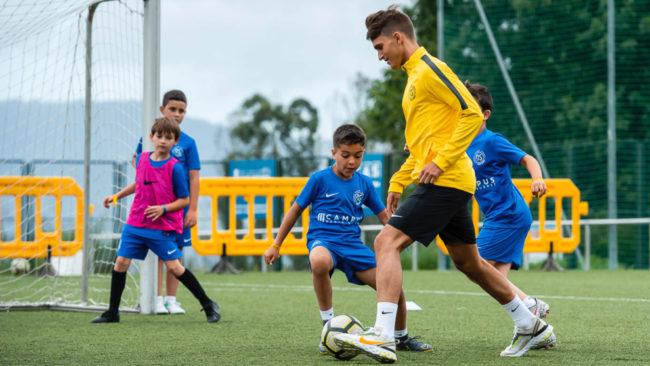 Denis Suárez, en su campus de fútbol esta semana.