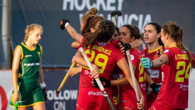 Las jugadoras españolas celebran el único tanto del partido.