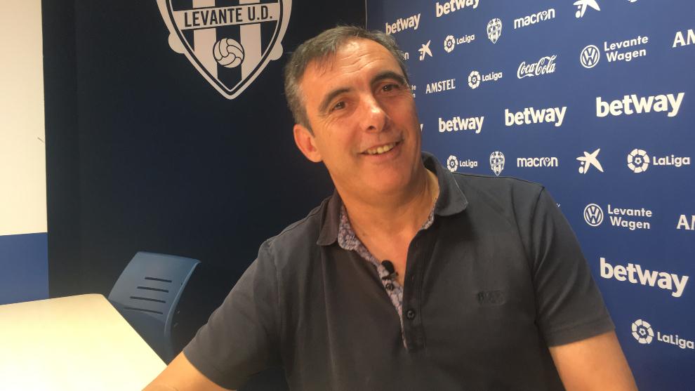 Manolo Salvador, en un momento de la entrevista en el Ciutat de València.