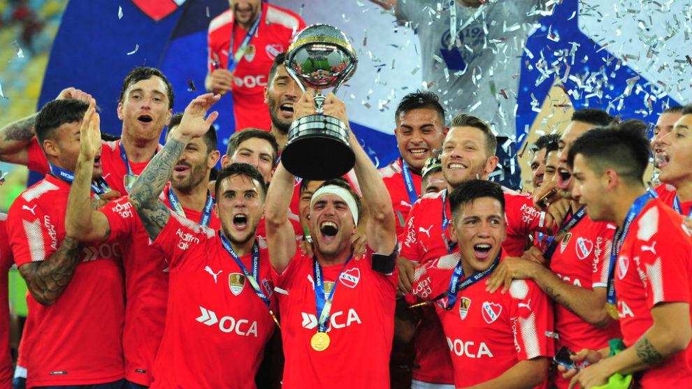 Nicolás Tagliafico, en los festejos de la Copa Sudamericana...