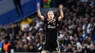 Van de Beek durante un partido con el Ajax.