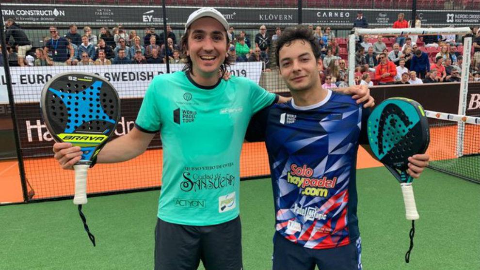 Adrián Blanco y Javier Martínez celebran su victoria ante los...