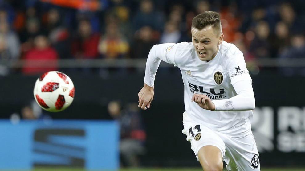 Cheryshev persigue un balón en un partido con el Valencia la...