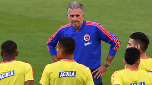 Queiroz, delante de sus jugadores, en Pacaembú