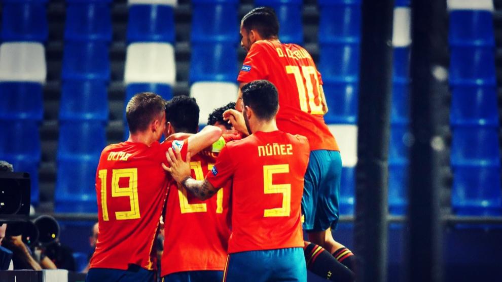 Los jugadores de la Selección de fútbol Sub 21 celebran un gol en un...