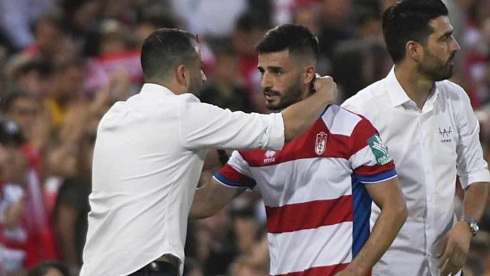 Diego y Fran Rico se saludan; el primero debutará en Primera, el...