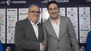 El director deportivo Braulio Vázquez, junto al presidente Luis...