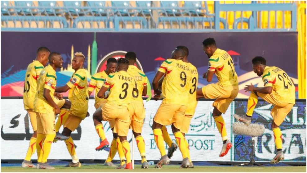 Los jugadores de Mali celebran el gol de Samassékou.